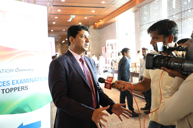 <p>B Singh Sir interacting with media persons during the felicitation ceremony</p>